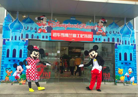 """Disney characters"" being used in China to promote a car dealership"