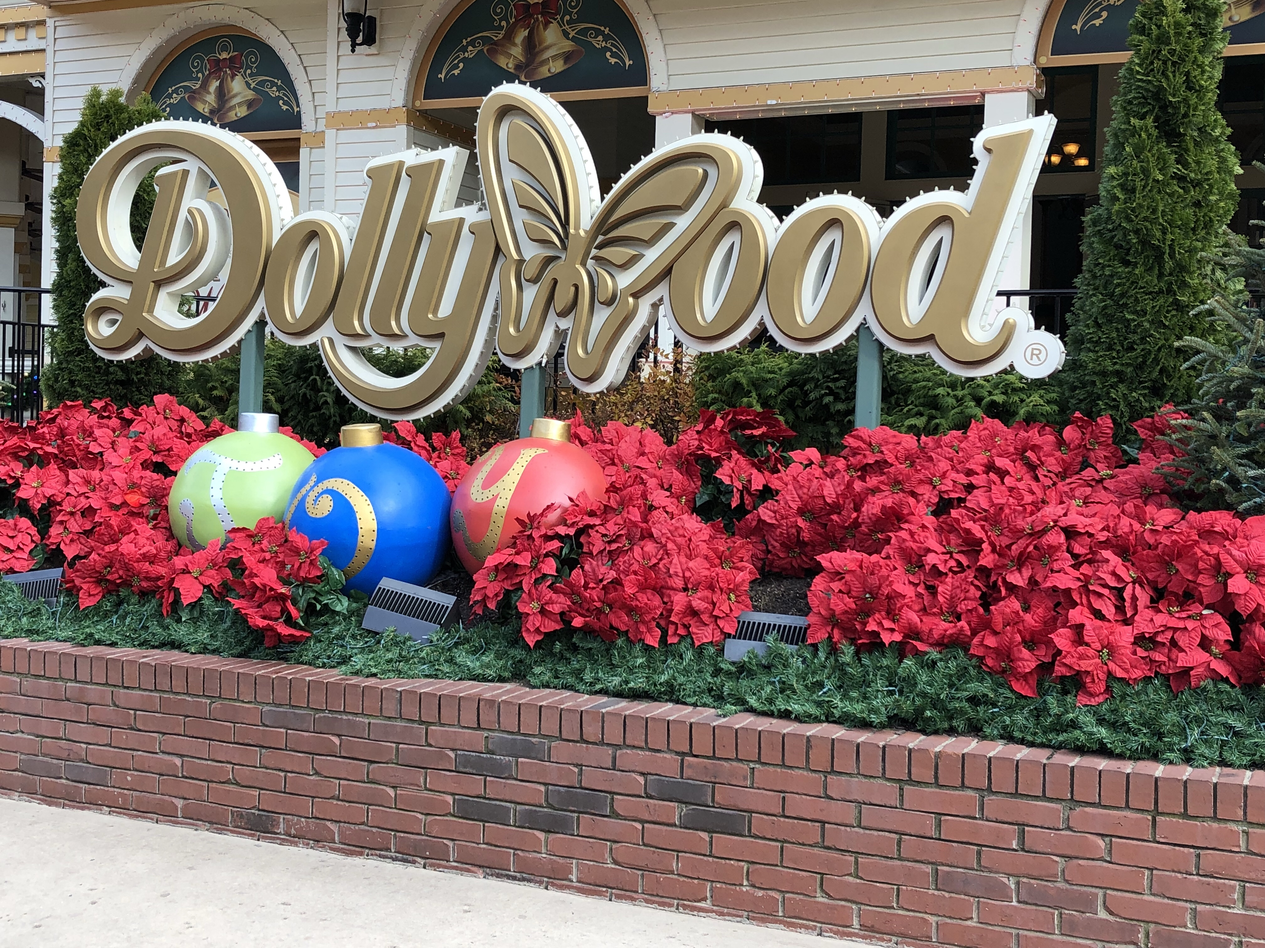 if you visit dollywood any time of year youll know the park is completely stunning a perfect mix of southern charm and a gorgeous mountain backdrop