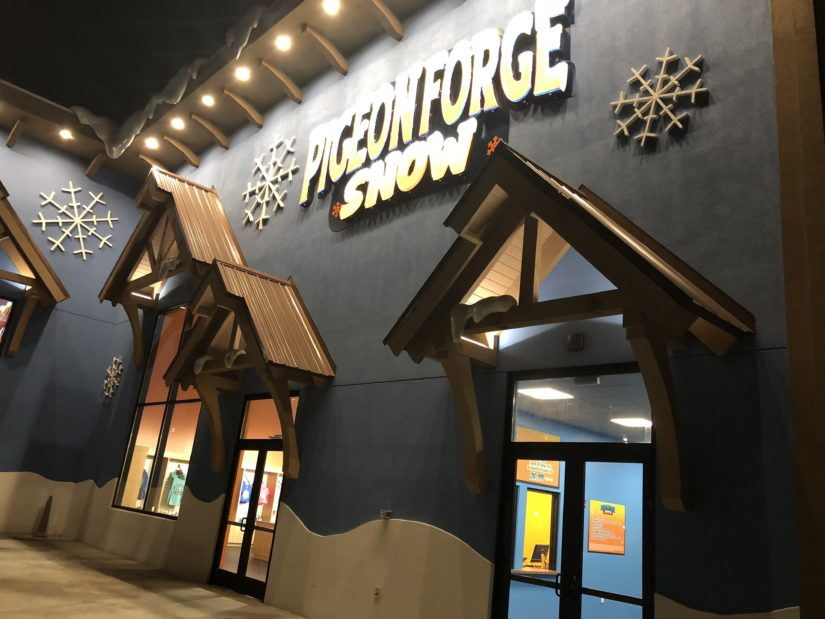 Temperature In Pigeon Forge Tennessee >> Year Round Winter Fun at Pigeon Forge Snow - Theme Park University